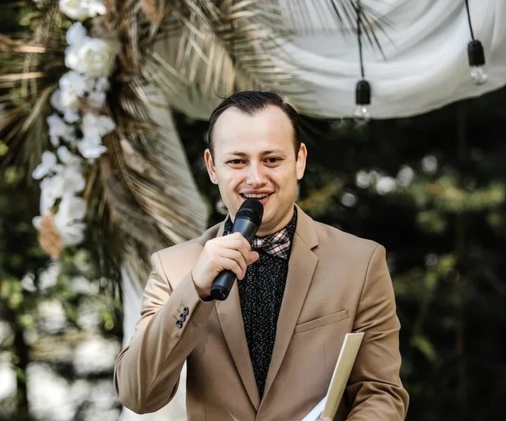Ведущий с радийным голосом! Люблю проводить дни рождения ,юбилеи,свадьбы.